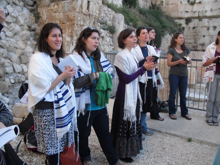 Women_of_the_Wall_Standing_at_Prayer